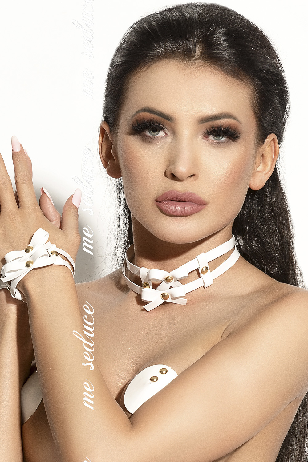 mes_chocker_03_white_0