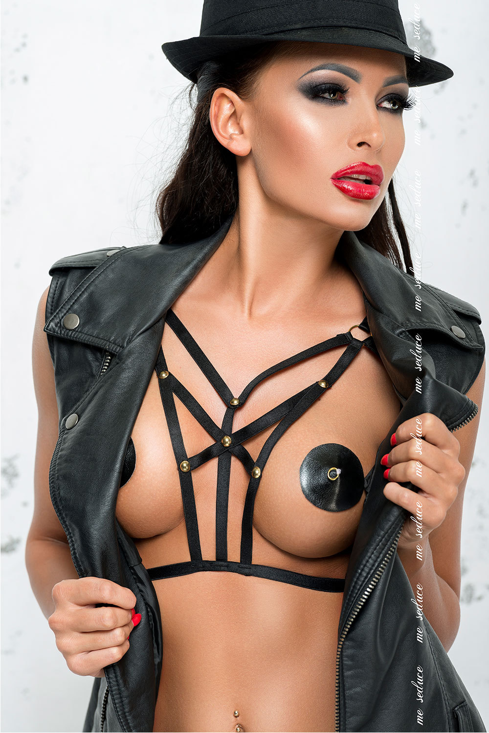mes_harness_1_black_0